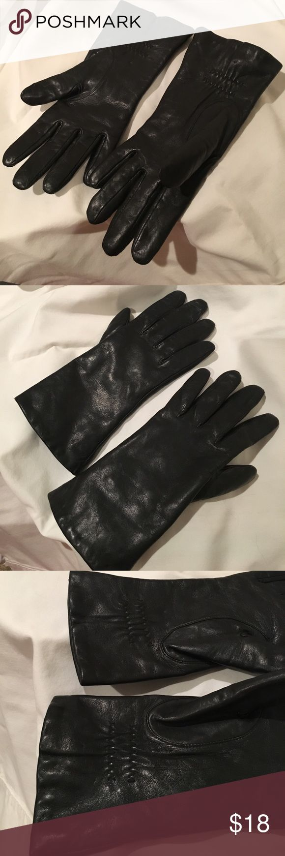 Black GENUINE LEATHER ISOTONER WEATHERSHED GLOVES Gorgeous! Black GENUINE LEATHER ISOTONER WEATHERSHED GLOVES with THINSULATE THERMAL INSULATION Lining.   Size 7  Legendary fit, unsurpassed comfort, contemporary style, attractive yet practical!  Soft, 100% gen leather combines superior warmth, durability & sleek style. Lining keep hands warm & comfy in cold. Special interior fabric feels SILKY & super soft against skin.  Gathered wrist allows custom fit.  Quality ISOTONER GUARANTEE! Made…