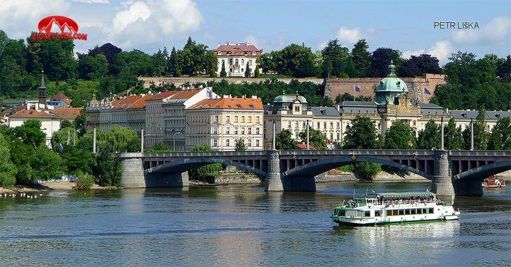 Výletní plavby po Vltavě