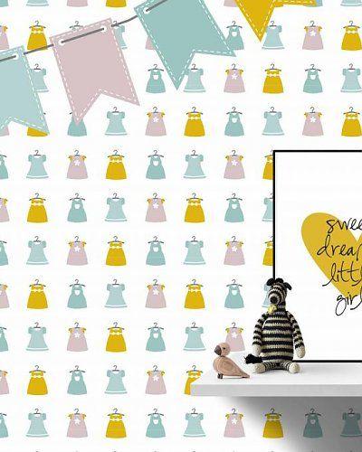 Behang jurkjes met vlaggenlijn roze geel | Wallpaper little dresses girlsroom | Designed by Tinkle&Cherry | www.tinklecherry.nl