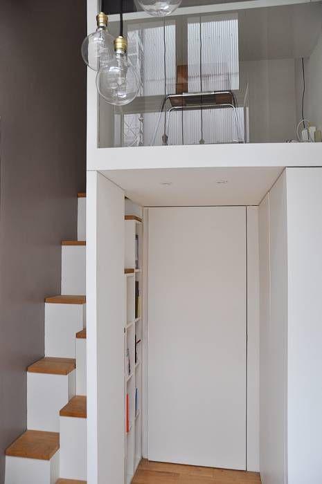 mezzanine: Couloir, Entrée & Escaliers de style de style Minimaliste par LLARCHITECTES