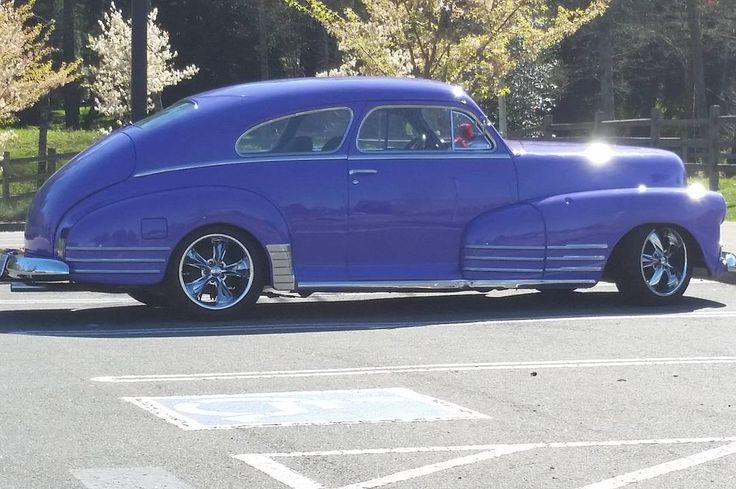 Look at the pretty car I saw today! #fleetline #chevy #chevrolet #purple #blue #car #oldcar #antique #antiquecar #manicsunrise