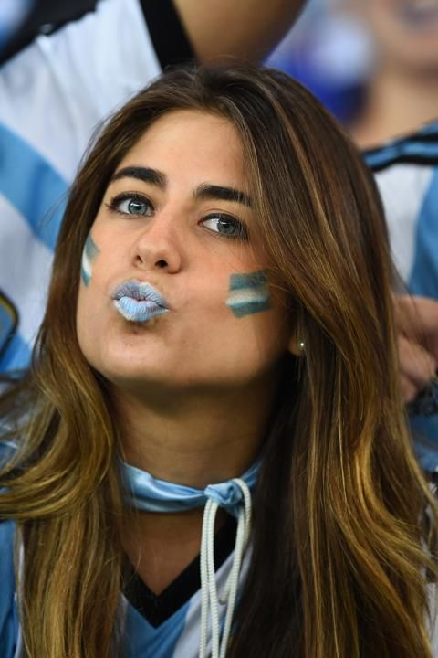 17 Photos of Sexy Argentinian Soccer Fans