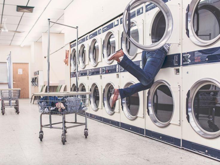 Zijn in elkaar gewikkelde lakens of kleding die als een vochtige klomp uit je droogkast komen herkenbaar voor jou? Vanaf nu niet meer dankzi...