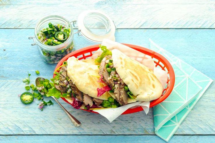 13 oktober 2017 - paprika en sla in de bonus - Gegrilde steak tartaar op een broodje met een fris-pittige salsa. Lekkere combi!