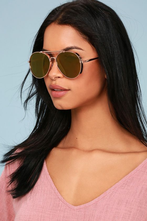 84a3b65735e8b Stay glam under the sun in the Lulus Walsh Rose Gold Mirrored Aviator  Sunglasses! These shiny rose gold aviators have thick frames and gold  mirrored lenses.