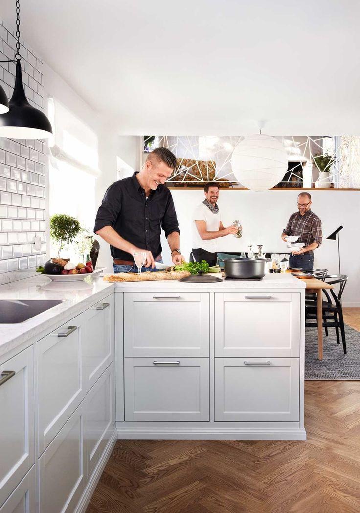 Leter du etter perlegrå kjøkken? Kjøkkenserien Gastro fra Drømmekjøkkenet finnes i perlegrått – det gir et litt mer elegant preg på kjøkkenet enn hvitt. Bli inspirert hos Drømmekjøkkenet!