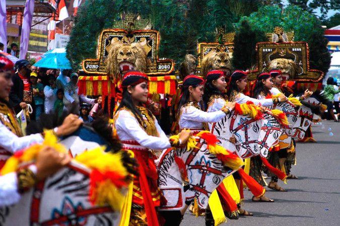 Kelompok Penari Jathilan Grup Reog Ponorogo, Indonesia.