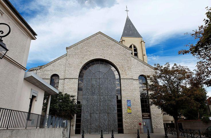 La cathédrale Sainte-Geneviève - Saint-Maurice de Nanterre (Hauts de Seine) est l'ancienne église paroissiale de la ville de Nanterre (actuel département des Hauts-de-Seine) érigée en cathédrale à la suite de la création du diocèse de Nanterre le 9 octobre 1966.