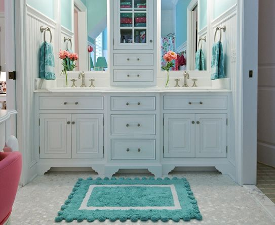Cute teal and white bathroom love this for kids for Bathroom ideas teal