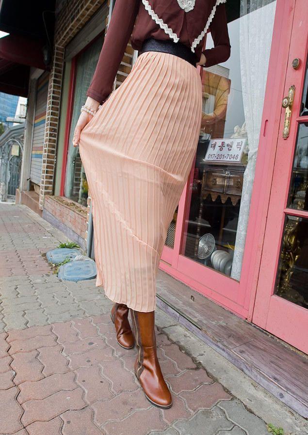 black banding pleated skirt from Kakuu Basic. Saved to Kakuu Basic Skirts. Shop more products from Kakuu Basic on Wanelo.