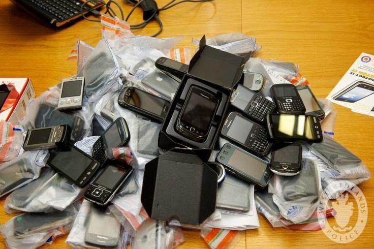 Llevo dos teléfonos. Yo no soy un traficante de drogas, lo juro.