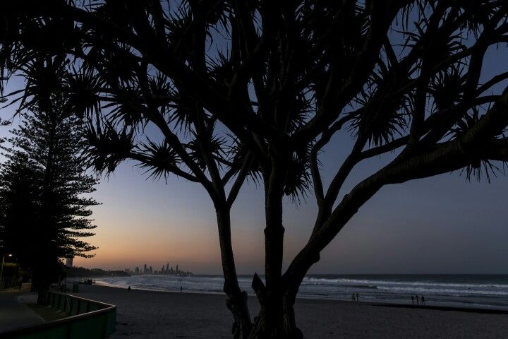 Beach sunset from Burleigh heads  Q1 and Isle of Capri boat harbour  #sunset #goldcoast #visitgoldcoast #thisisqueensland #visitqueensland #travel