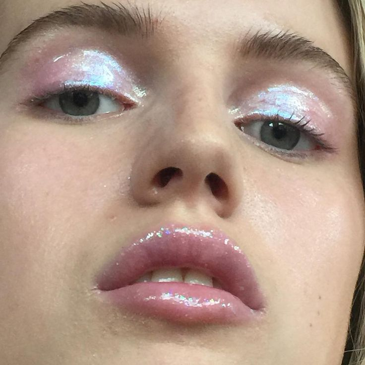 Glossy makeup - lids and lips