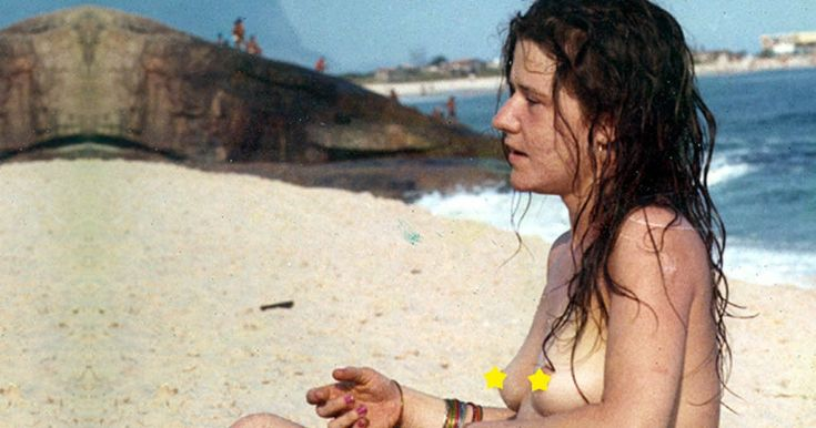 Exclusivo: Trip publica pela primeira vez as fotos perdidas do topless de Janis Joplin em Copacabana, no verão de 1970. No auge da ditadura, praticamente desconhecida no Brasil, a cantora desembarcava no Rio de Janeiro para se divertir no Carnaval, tomar sol e se afastar da heroína. Não deu muito certo – Janis bebeu como uma louca, transou na praia, cantou num inferninho carioca e quase foi parar na cadeia.