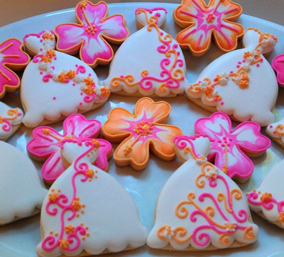 12 Decorated Sugar Cookies Wedding Dress Flowers by AlisSweetTooth, $36.00