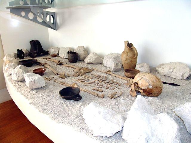 Tomba: ricostruzione V sec. a.C