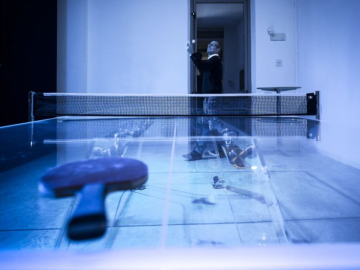 Yes, believe it... he's playing ping pong on a super luxury crystal table!  That's LUNGOLINEA.   #pingpong #tennisTable #crystal #table #design #madeInItaly #luxuryFurniture #gameTable #gameRoom #manCave