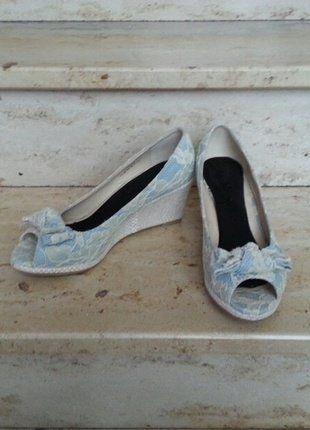 Kaufe meinen Artikel bei #Kleiderkreisel http://www.kleiderkreisel.de/damenschuhe/wedges/144563110-wedges-keil-peeptoes-spitze-blau-weiss
