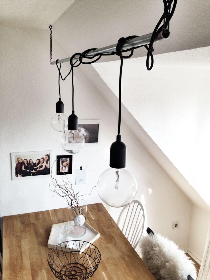 Meine DIY-Lampe geht super leicht! Ihr braucht nur ein Rohr, eine Gliederkette, zwei Schraubhaken und Lampenfassungen...tadaaaa