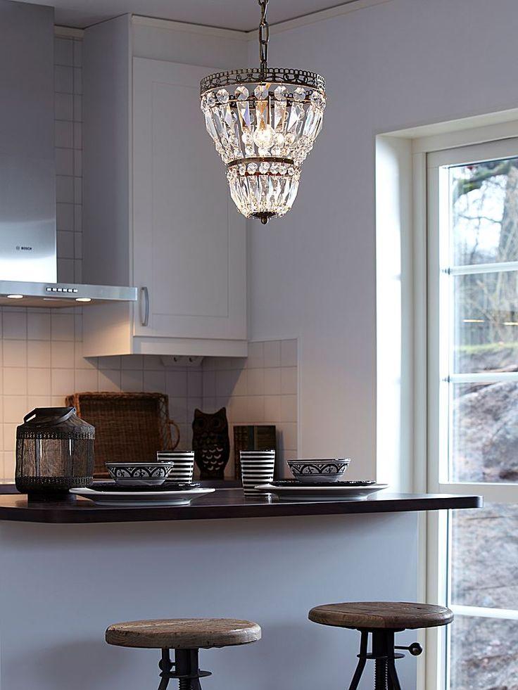 Markslöjd Sundby takkrona i silver och kristall.