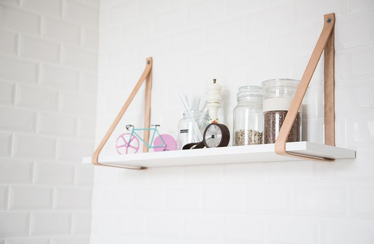 DIY – Hanging shelf with leather straps
