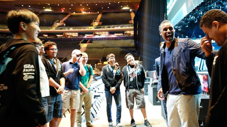 Former NBA player Rick Fox explains why he invested big in eSports: Los Angeles Laker almost-great Rick Fox isn't spending his retirement…