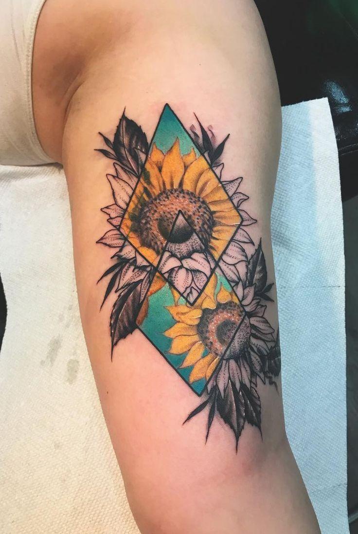 geometrisches Sonnenblumentattoo © Tätowierer fredrick_tattoos 💗🌻💗🌻   '…
