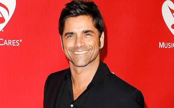 Fans in front of 'Full House' home totally do not notice John Stamos standing next to them   EW.com