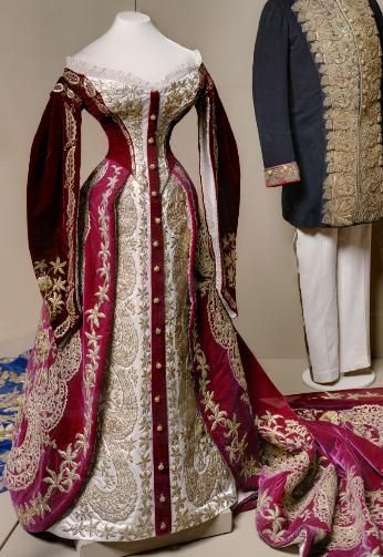 Ceremonial dress at court of Empress Maria Fyodorovna Russia, St. Petersburg. 1880 Atelier Izambard chance embroidery - Workshop A. Laman (?) Velvet, silk, metal thread, beat, gimp, metal; gold embroidery Leaf: 41.0 back length; Skirt length 169.0; Train: the length of 315.0 on the bodice bodice printed mark of gold: Izambard Chanceau St. Petersbourg; on both sides - stamp plates with the initials MF Post. in 1941 of the GME; before: in the Anichkov Palace Inv. Number EFV-8657-c