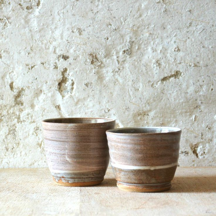 Glazed stoneware w. slipH:6,8 - 7,8 cm.Dia: 8,6 - 9 cm.Dishwasher proof and microwave safeOnly sold as a pair