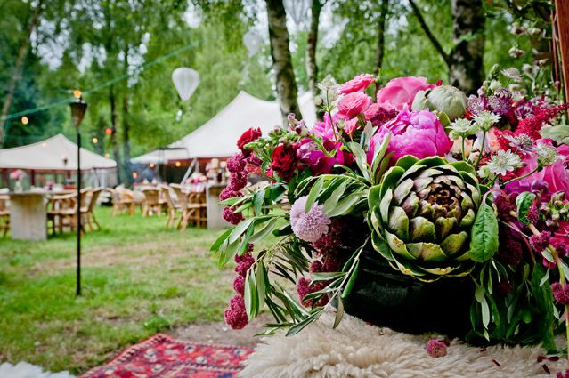 A festival wedding. Great #wedding #flowers | Festival Bohemian Bride // Styling NINA weddings, dress by Rembo Styling, Bruidskapsel: Lonneke van Dijk - Fashion Hairstylist, Visagie en nagels: Netanya nails visagie, photography: Villadinamica, Flowers: Bloom Your Life. More on the blog:ThePerfectWedding.nl