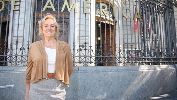 La representante en Madrid de las Hijas de la Revolución Americana cree que las escuelas españolas deberían subrayar los más de tres siglos de historia común. «Hay que estar orgullosos por la historia de España», asegura