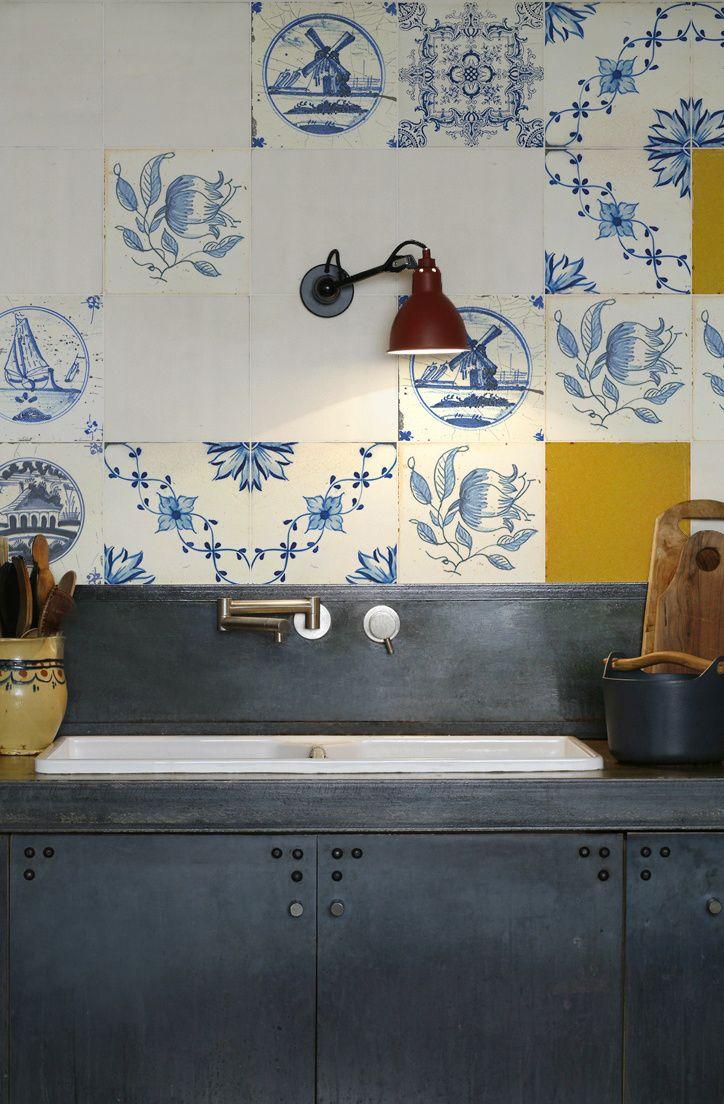 ultra modern meets ultra vintage - KITCHENWALLS backsplash wallpaper golden age tegels