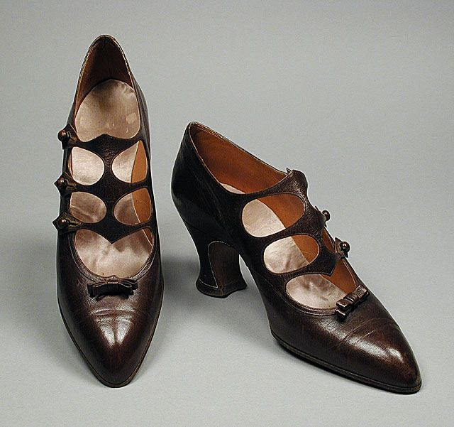 Kid leather pumps attributed to Grantoni, French, ca. 1922.
