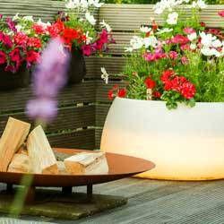 Terrassengestaltung Hamburg – Pflanzen- Blumen- Feuerschale