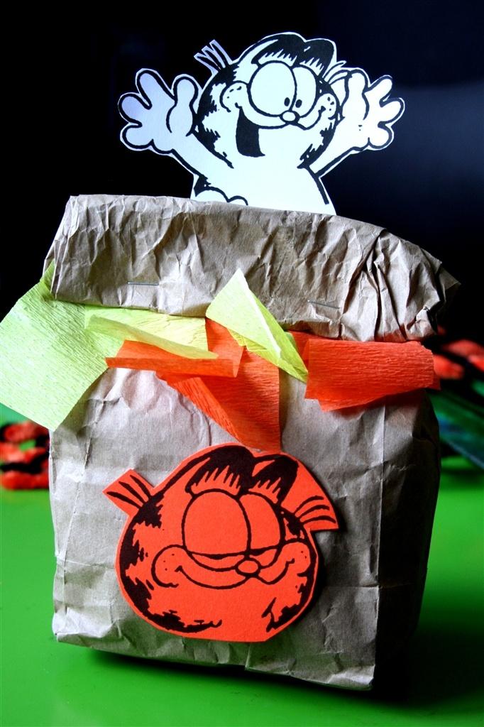 denna's ideas: Garfield Party favor bag!