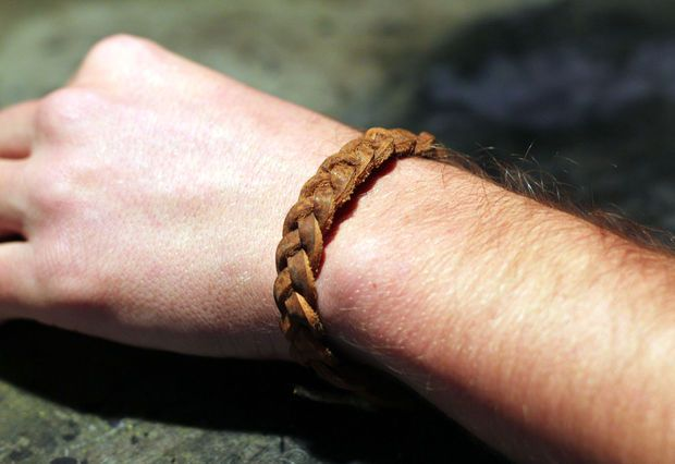 Picture of braided leather bracelet DIY
