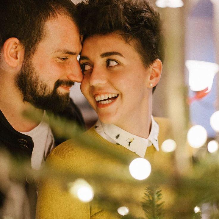 Asia i Kuba i przedświąteczna opowieść o ich miłości. Zapraszam na sesję narzeczeńską w magicznym Krakowie. . . . #xmas #christmas #święta #sesjazdjeciowa #krakow #sesjanarzeczenska #szarakazimierz #jamstudiopl