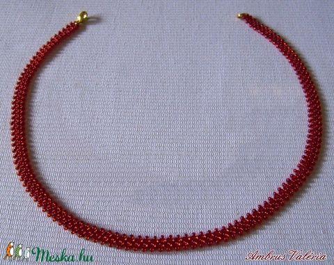 Piros gyöngyszalag, fűzött gyöngy nyaklánc (AmbrusValeria) - Meska.hu