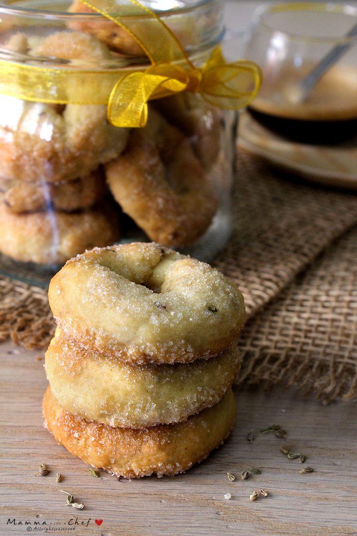 Le ciambelline all'anice sono dei dolcetti tipici della tradizione italiana. Croccanti, gustosi, aromatizzati con vino bianco e semi di anice.