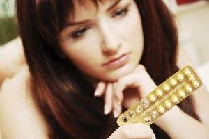 ОПАЃАЊЕТО НА КОСАТА КАЈ ЖЕНИ МОЖЕ ДА Е ПРЕДИЗВИКАНО ОД ОРАЛНИ КОНТРАЦЕПТИВИ После оддобрувањето од страна на Американската агенција за контрола на храна и лекови во 1960, оралната контрацепција стана една од најпознатите форми на контрола на бременоста. На милиони жени им се препишуваат таблети за контрацепција, но многу мал број од нив се свесни дека оралните контрацептиви се чест предизвикувач на опаѓање на косата. За да продолжите со читање кликнете на фотографијата...