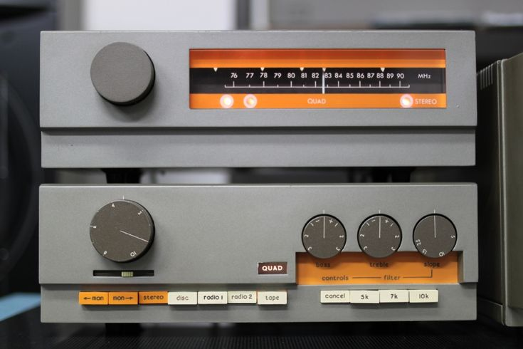 Quad's Vintage Hi-Fi Components : 33 Pre-amplifier and FM3 Tuner, classics then and now. I like simple design