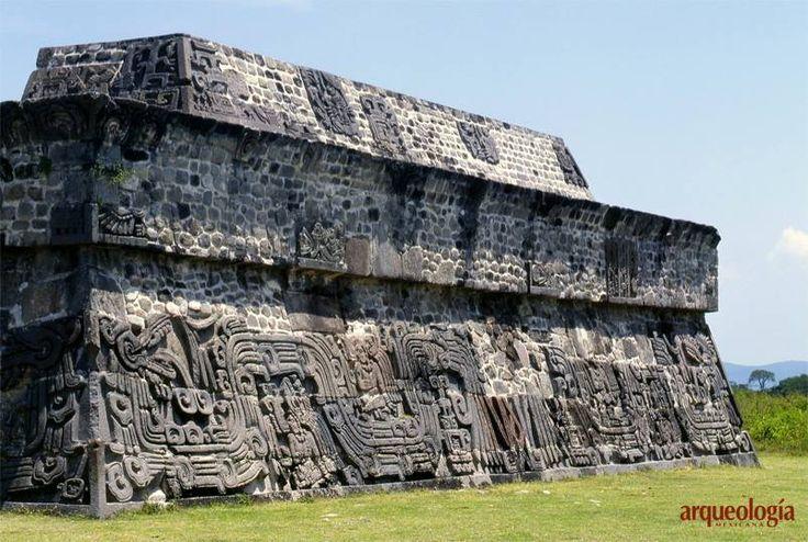 La serpiente emplumada en Mesoamérica En Xochicalco, el culto a este ser fantástico puede considerarse parte de la herencia teotihuacana