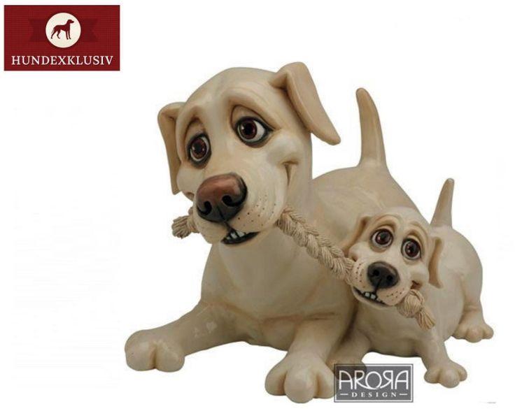 Blonde Labrador Hundefigur mit Welpe  Die beliebte Hunderasse als Deko Objekt im Doppelpack, Blonde Labrador Hundefigur mit Welpe. Eine Portion Humor und den treuen Blick fängt die englische Firma Arora Design hier gekonnt ein. Die originelle Geschenkidee für Labradorfans und Hundeliebhaber!