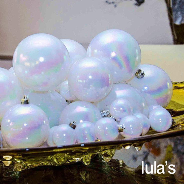 Viste de #Navidad todos los espacios de tu casa. En tu #Comedor ese toque lo aporta tu #CentroDeMesa, ¿Qué tal estas lindas bolas navideñas? #Lulas #Ideas #Productos