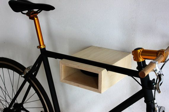 Montaggio a parete per bici da strada, o fixie bike. Disegno ridotto. Facile movimentazione e montaggio. montaggio a parete incl.    Lunghezza massima