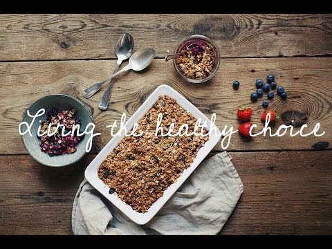 Living The Healthy Choice // Berry Crumble