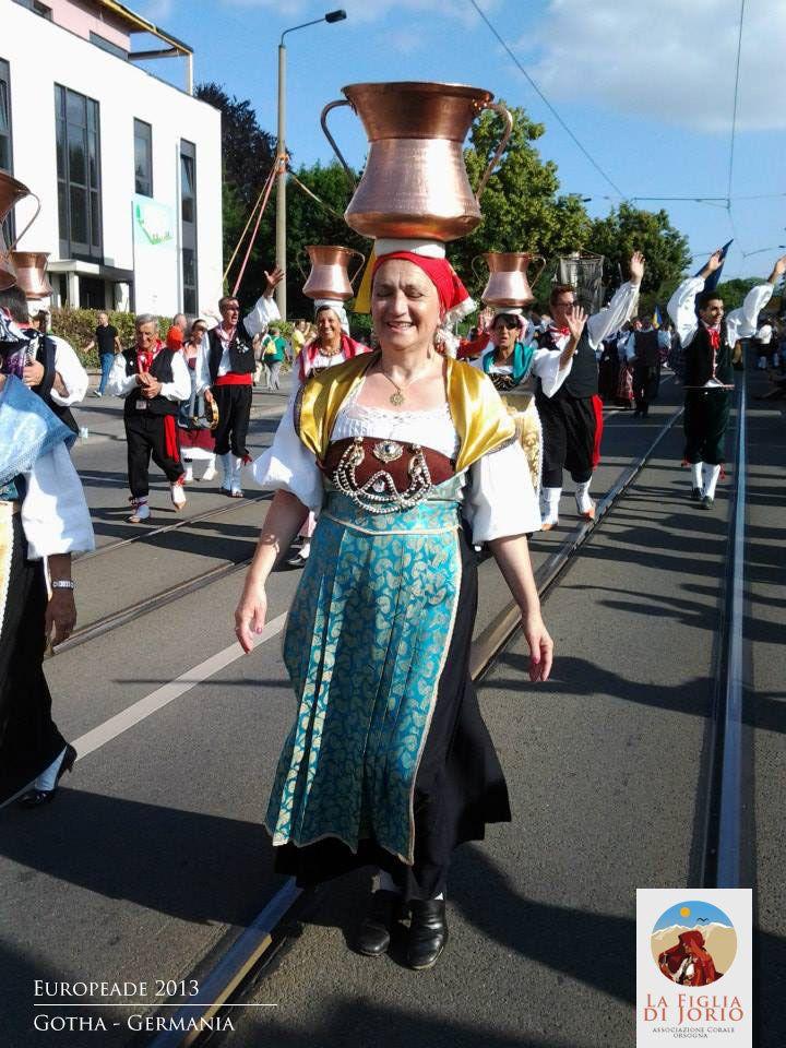 Il coro folkloristico abruzzese durante la Europeade del 2013 a Gotha - www.corolafigliadijorio.it