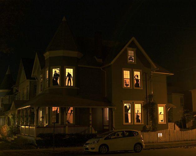 DIY halloween silhouettes: Halloween Window, Halloween Decor, Window Silhouette, Haunted Houses, Halloween Silhouette, Halloweendecor, Houses Silhouette, Spooky Halloween, Halloween Ideas