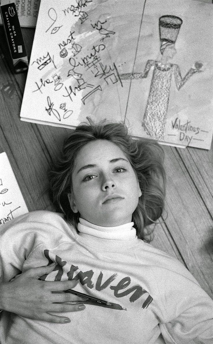 Редкие фотографии 25-летней Шэрон Стоун